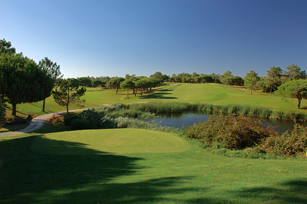 Algarve Golf Breaks – Take your clubs for FREE with Ryanair