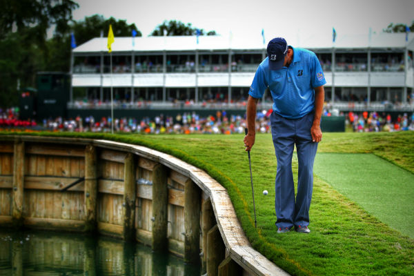 Unorthodox golf shots – how to play the backhanded chip