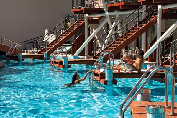 cornelia-de-luxe-pool-rooms